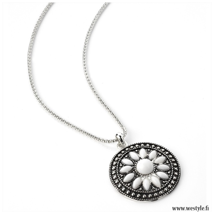 Necklace 'White Flower'