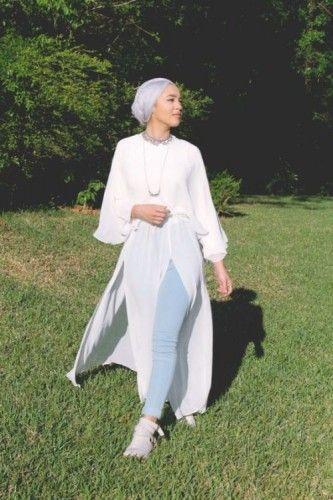 white chiffon dress hijab style, Hijab spring street fashion http://www.justtrendygirls.com/hijab-spring-street-fashion/
