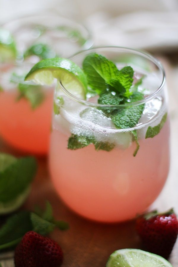 Strawberry Rhubarb Mint Mojitos (naturally sweetened!) #cocktail #mojito #rhubarb