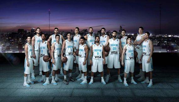 L'Argentine reçoit des nouveaux maillots et des Air Jordan 31 personnalisées -  Comme la France après l'Euro, l'Argentine est désormais dans le giron de Jordan Brand. C'est donc probablement avec une pointe de curiosité que nos Bleusont découvert les nouveaux maillots de… Lire la suite»  http://www.basketusa.com/wp-content/uploads/2017/08/NIKE_BASKET_Grupal_camiseta_CAMISETAS_baja_original-570x325.jpg -