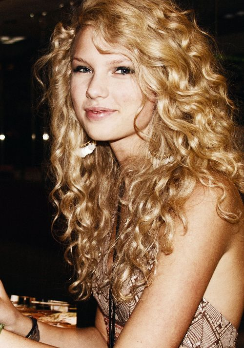Back to the days when Taylor Swift had curly hair and her ...