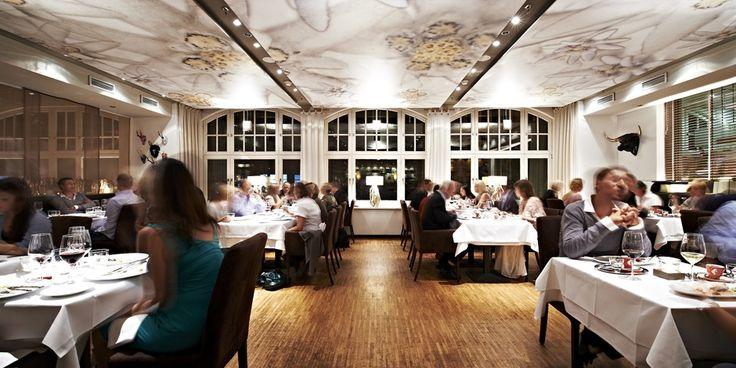 Im Tschebull in der Mönckebergstraße Hamburg wählen Sie zwischen einem schlicht-eleganten Bereich im Glockenraum und einem klassisch eingedeckten Gourmetbereich im Edelweißraum. Geboten wird exklusive Österreichische Küche vom Feinsten.