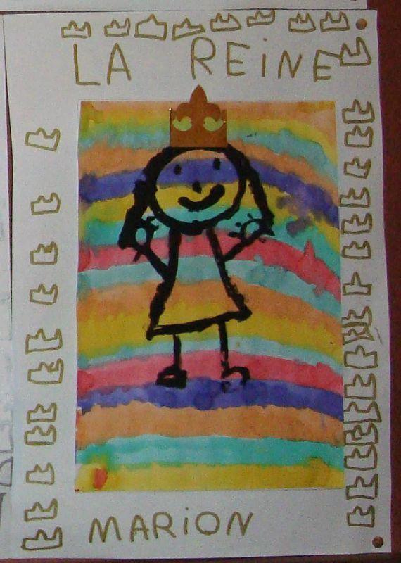 des rois et des reines de MS et GS : lignes à l'encre, personnages à la peinture noire, graphisme couronnes + écriture au feutre brillant ( travail fait aussi avec des TPS-PS mais sans le graphisme)
