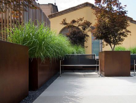 rusty steel planters into gravel edging - BAR ctyds - continues gravel perimeter into the ctyd.  hmmm?
