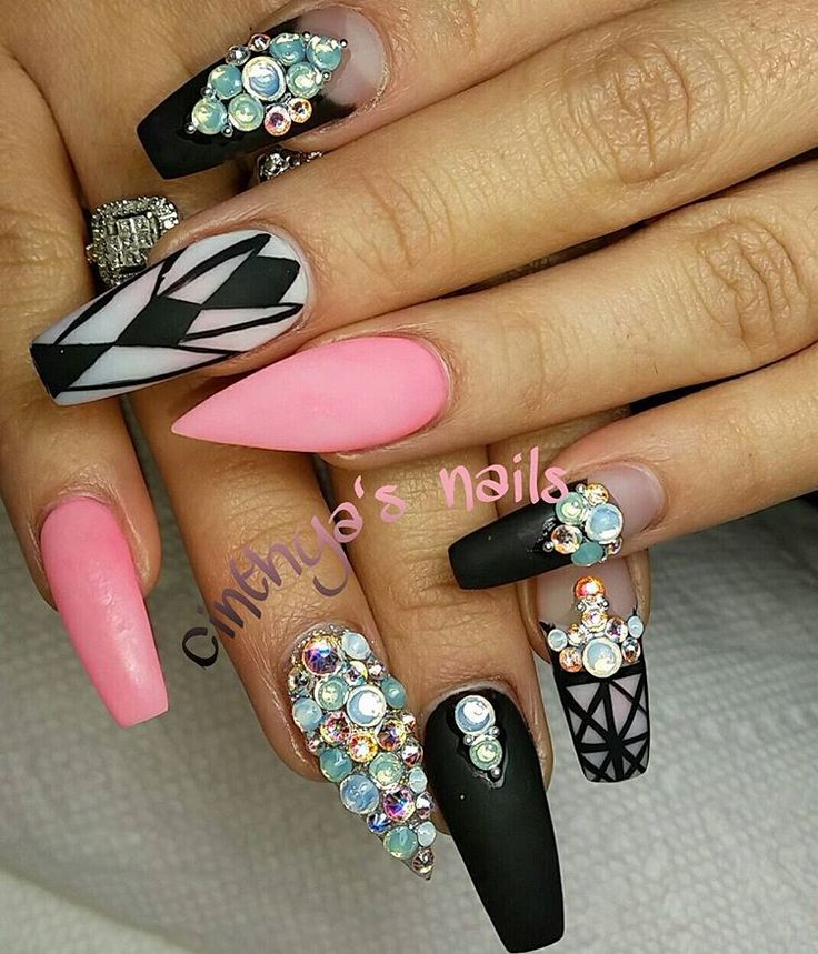 Wow, these matte, stiletto and coffin/ballet nails with lots of stones and embellishments! ;)