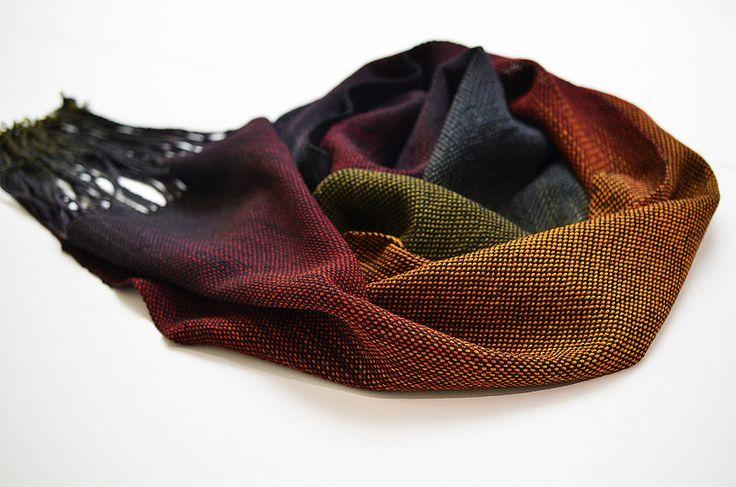 A woven scarf with Wollmeise Pure Raku-Regenbogen as warp and Wollmeise Pure Versuchskaninchen (black) as weft