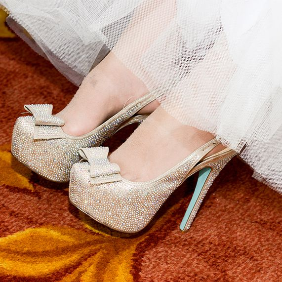 Glitter, bows and a hint of Tiffany blue – yes, please!