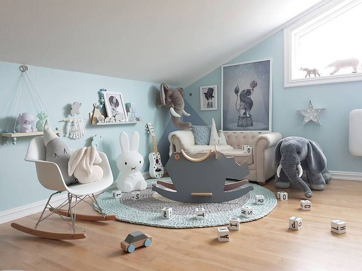 Good Morning ☕ Lurer på om jeg skal gå tilbake til sånn som det var for 2 år siden. Bare med de nye fargene og møblene . Hva synes dere?  - #kidsroom #barnerom #nursery