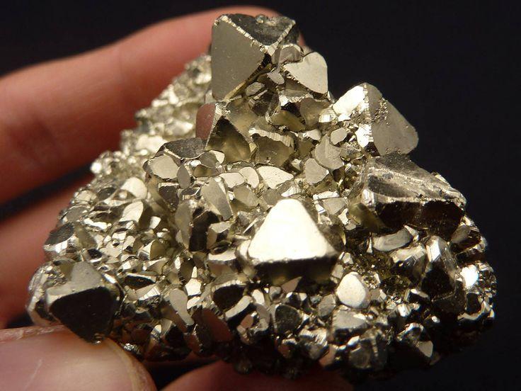 Risultati immagini per cristallo pirite