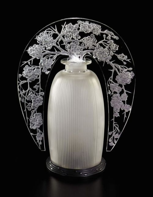 A hoard of riches... — René Lalique Pommier du Japon glass tiara lamp,...