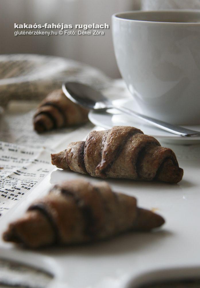 Kakaós-fahéjas rugelach – különleges édes kiflik a hűvös téli napokra Különleges édes kakaós-fahéjas gluténmentes kifli recept. Rugelach. Reggelire, kisétkezésre is kiváló ez a finomság. Házi mogyorókrémmel is fantasztikus!