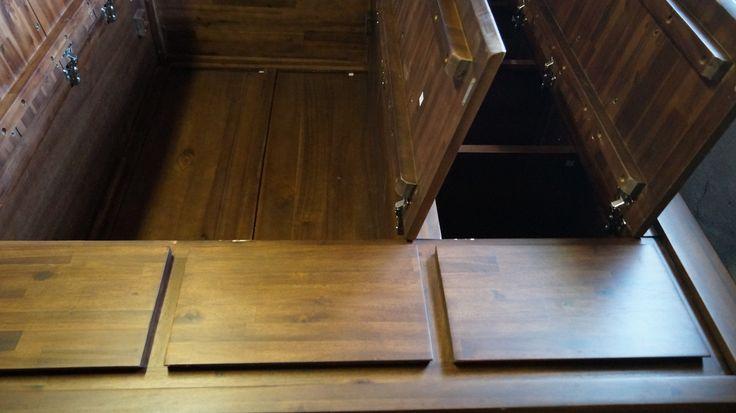 Garderobeskab fra Jep Outlet - Her kan man se skufferne også når de er lukkede
