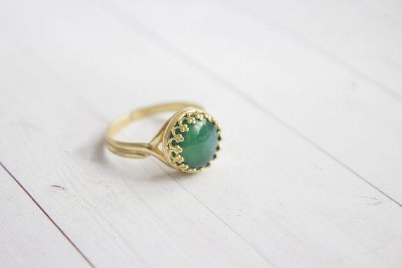 Filligraner Grüner Achat  Messing Ring In Gold von Kalinkati
