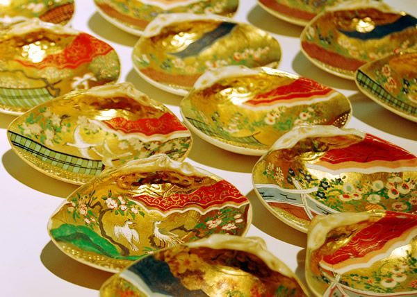 """Painted shells for """"Kai-awase"""" game - """"Kai-awase"""" is a shell-matching game which was popular with court aristocrats during the Heian period."""