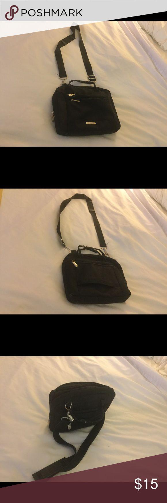 Samsonite handbag for 10.1 inch tablet Samsonite handbag for 10.1 inch tablet with sign of use. The zipper of one of the front pocket is broken. The other two pockets looks good.It looks fine inside Samsonite Bags Mini Bags