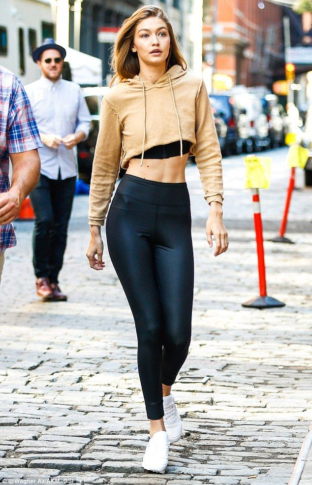 Need abs like Gigi Hadid and this outfit feat. high waisted leggings and cropped sweatshirt
