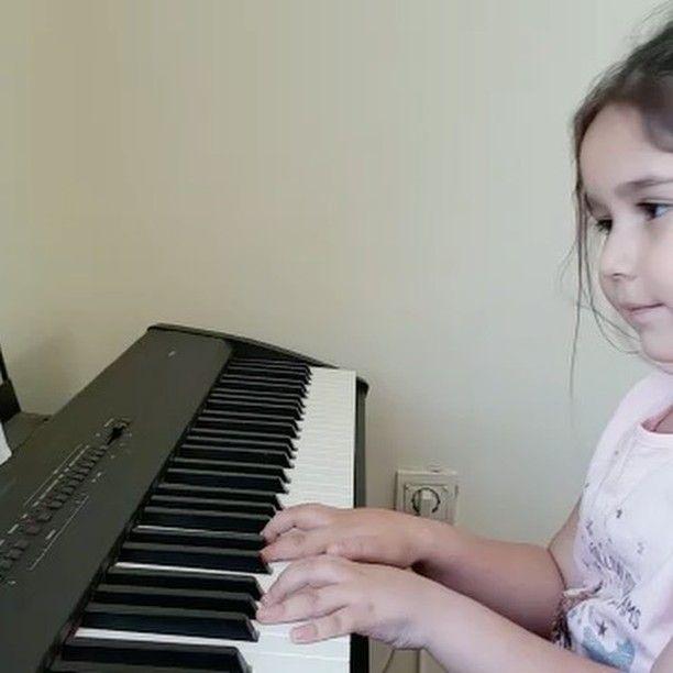 #5 #yaşında #minik #piyanist #müzik #kurs #piyano #mksm #sanat #eğitim http://turkrazzi.com/ipost/1523976705932006386/?code=BUmQL1bDBPy