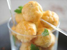 Découvrez la recette Accras de saumon fumé sur cuisineactuelle.fr.