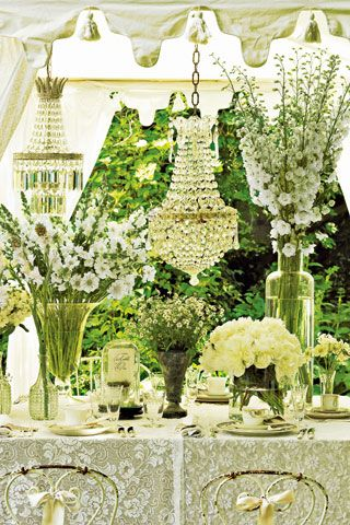 Gorgeous!Ideas, White Flowers, White Wedding, Tables Sets, Vintage Tables, Glasses Chandeliers, Formal Gardens, Gardens Parties, Floral
