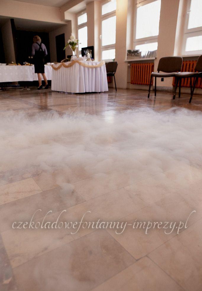 Dym coraz bardziej się zagęszcza, płynąc w kierunku stołów :) www.czekoladowefontanny-imprezy.pl