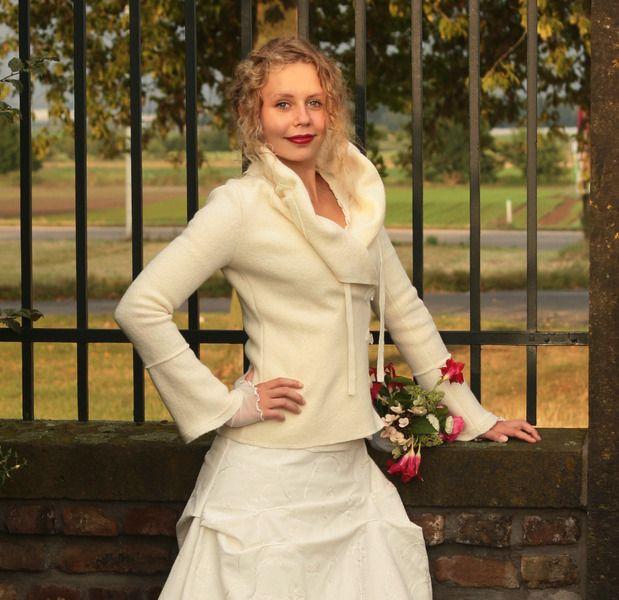 Hochzeitskleider - Winterbraut Brautjacke Wolljacke wollweiß 34-42 - ein Designerstück von basia-kollek bei DaWanda