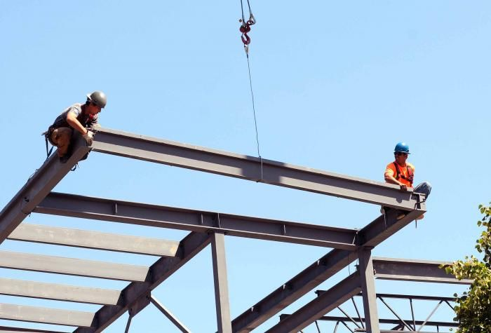 What does an Ironworker do? Training info - job prospects - salary - construction worker job description