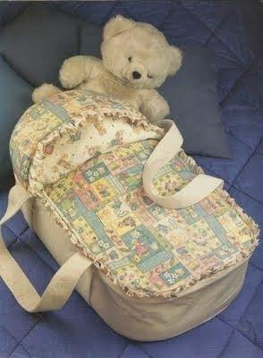 Аксессуары для новорожденных  (слюнявчики-нагрудники, бортики в детские кроватки, аппликации для постельного белья, подушки, лоскутные одеяла, выкройки распашонок)  Accessories for newborns