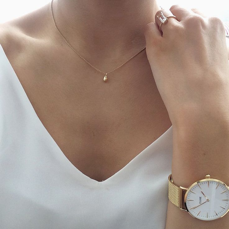 Best 25+ Gold necklace simple ideas on Pinterest   Dainty necklace ...