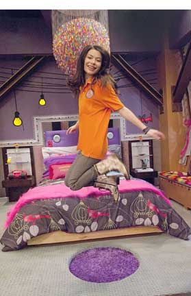 "miranda cosgrove i carly tv show sea 5photos | Miranda Cosgrove) gets a new room for the season premiere of ""iCarly ..."