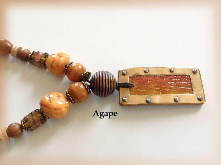 Collier mi long aux tons ambrés, cuivrés, beige, pendentif rectangulaire cuivre et pâte polymère texturée : Collier par agape