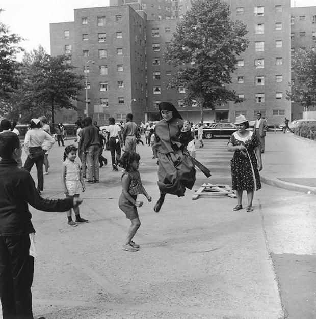 vintage everyday: 15 Vintage Photos of Nuns Doing Normal Things (A visiting nun jumps rope with some New York City kids in August 1965.)