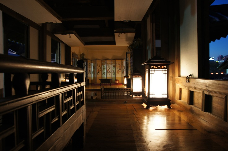 The environment-friendly aspects of traditional Korean houses range from the structure's inner layout to the building materials which were used. Another unique feature of traditional houses is their special design for cooling the interior in summer and heating the interior in winter.