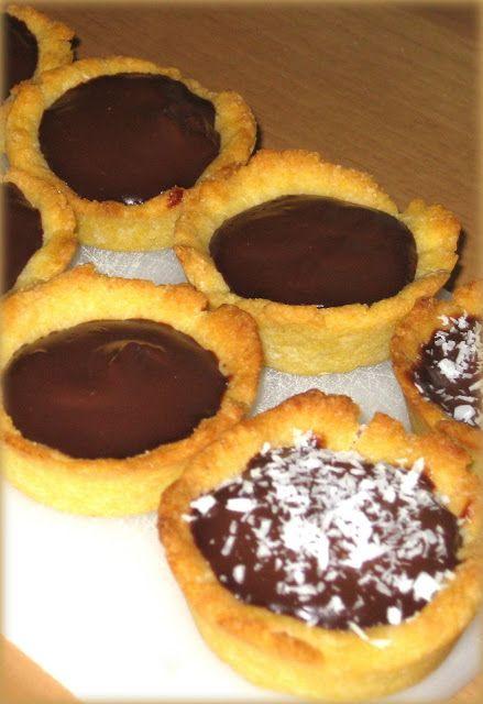 Crostatine con budino al cioccolato
