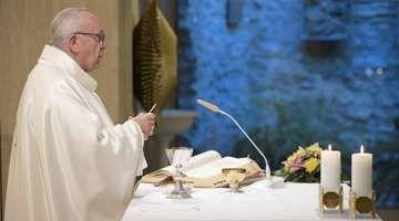 """El Papa Francisco invita a pensar en la muerte para prepararse al encuentro con Dios 17/11/2017 - 04:54 am .- Para el Papa Francisco, """"pensar en la muerte hace bien"""" porque todos estamos llamados a encontrarnos con el Señor, por lo que invitó a pensar que la vida terrena es momentánea."""