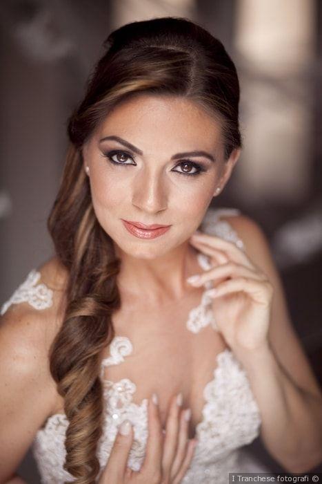Make up per la sposa con gli occhi marroni e trucco effetto naturale
