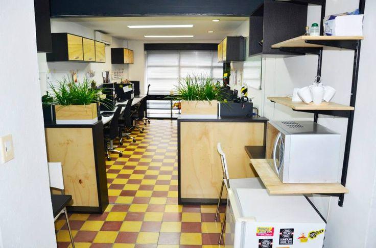 Oficina Bombillo Amarillo Diseñado y producido por 9rs