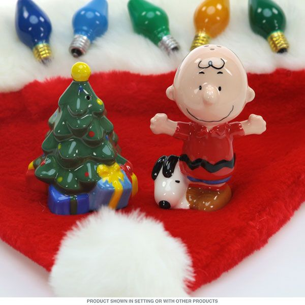 Charlie Brown Snoopy Christmas Salt and Pepper Shakers_D - Retro Planet
