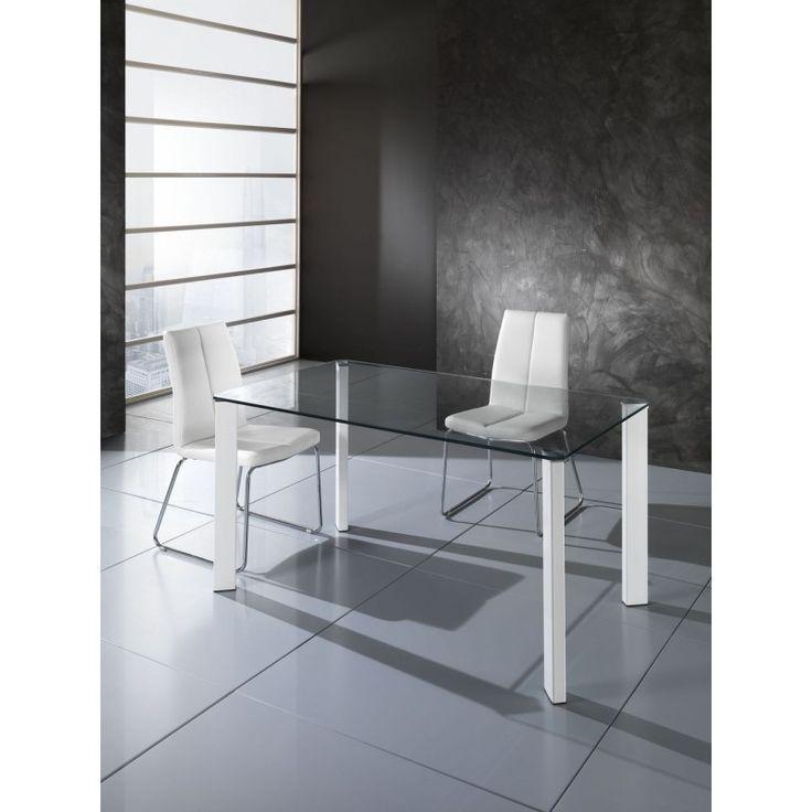 Tomasucci presenta il tavolo Janet per lo studio o per il lavoro, ma anche per una serata tra amici. Una selezione di idee di stile per arredare la zona giorno o qualsiasi altro ambiente della casa.