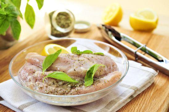 Marinar: es la técnica de cocina mediante la cual se deja un alimento en un medio líquido para que tome su sabor y aroma. A la familia de los marinados pertenecen los escabeches, cebiches y adobos.…