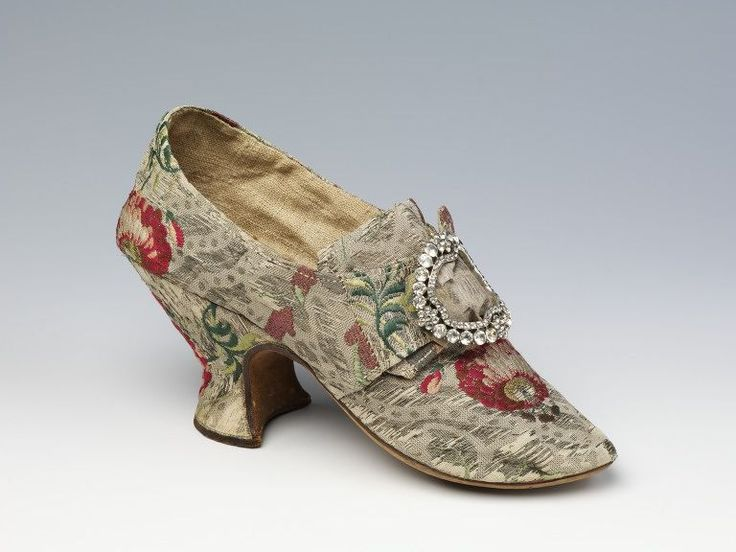 1760-1770, England - Pair of shoes - Silk woven with metal thread