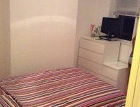 Single room to rent (close to Westfields) - Stratford, London. Single room to rent close to the shops, train, buses to rent. Close to Westfields shopping centre in Stratford.   Prefer female student or professional. Bills included, payment is cash no contract, deposit is £250