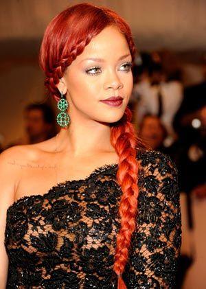 Rihanna et sa tresse en extensions pour cheveux