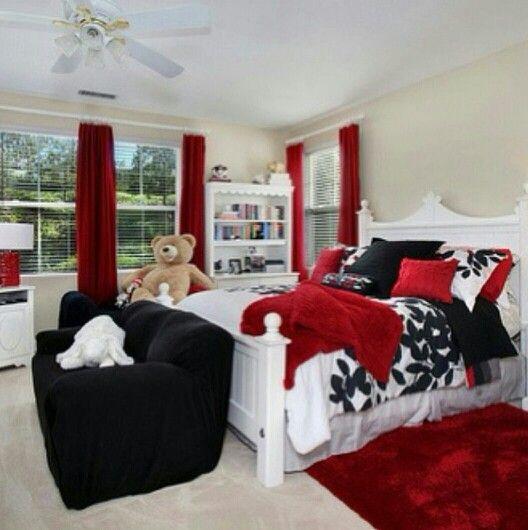 Black with and red bedroom some classic style with color. Habitacion clasica moderna con toques de color blanco negro y rojo imponente.  Bed