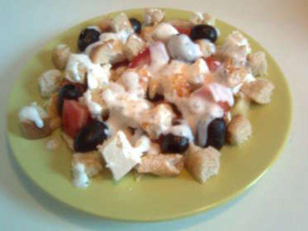 Rețetă Salată de pui cu sos de iaurt, de Danutzabunutza - Petitchef