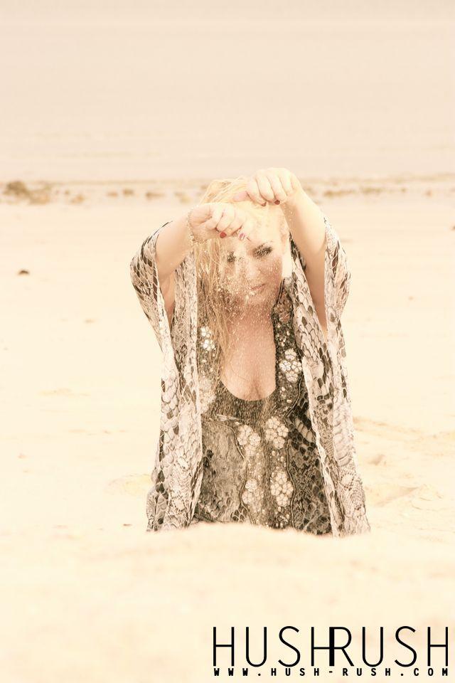 GLAMOUR #glamour #fotografia #beautiful #blonde #blondynka #woman #kobieta #sand #piasek #picoftheday #hushrushphoto #hushrush www.hush-rush.com