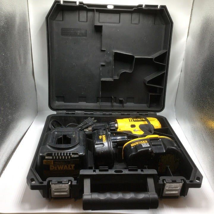 Dewalt Dc759 18 Volt 1 2 Inch Cordless Drill Driver W 2 Batteries Charger Case Battery Seem To Hold A Good Charge Efgh Em Cordless Drill Drill Driver Dewalt