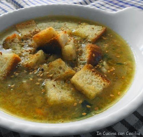 Ricetta della zuppa di patate con carota, cipolla e pancetta