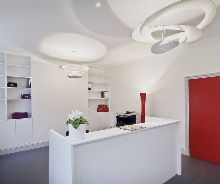 Pirce and Cadmo are a wonderful combination: Pirce suspension ►http://bit.ly/1R8FRAH #design by Giuseppe Maurizio Scutellà Cadmo floor ► http://bit.ly/1Nw6bBf design by KARIM RASHID Italian School in London | Project by Giovanni Premi | ©Annalisa Bruno