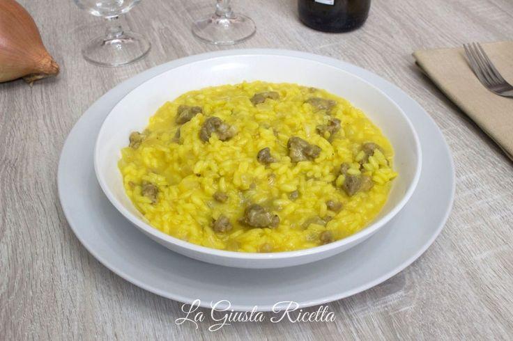 Risotto con salsiccia e zafferano - La Giusta Ricetta - Ricette semplici di cucinaLa Giusta Ricetta – Ricette semplici di cucina