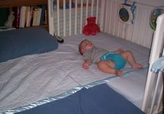 Great info on how to make a safe co-sleeping space for your baby. Peaceful Parenting: Turn Your Crib into a CoSleeper #attachmentparenting #naturalparenting #baby #cosleeping